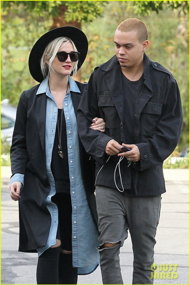 ashlee-simpson-evan-ross-grab-lunch-together-03