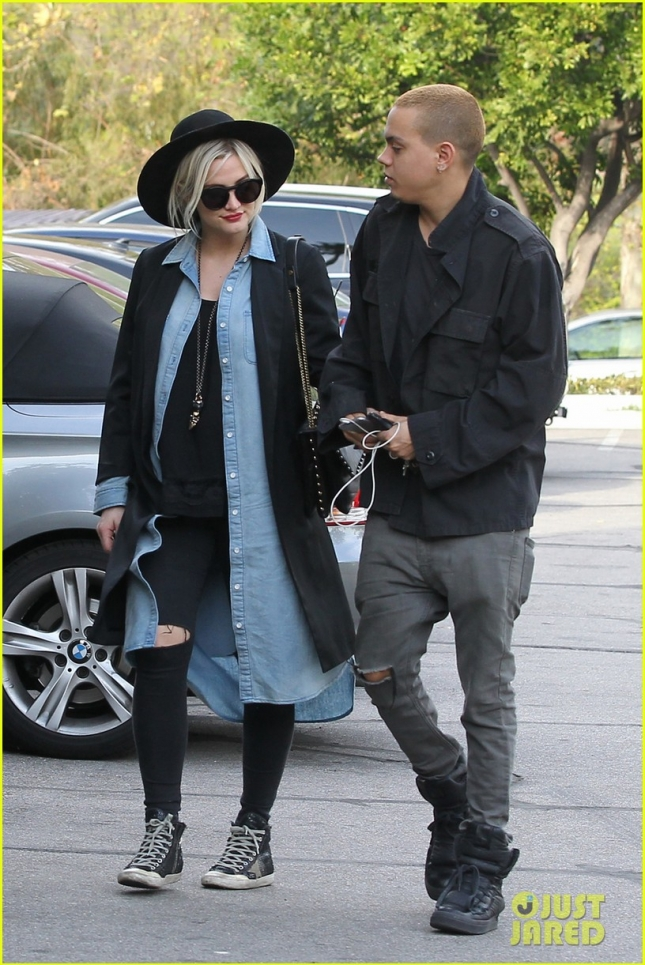 ashlee-simpson-evan-ross-grab-lunch-together-05