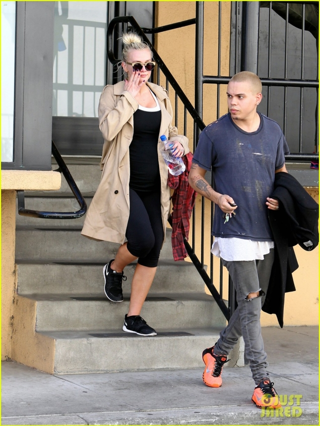 ashlee-simpson-satisfy-pregnancy-cravings-14