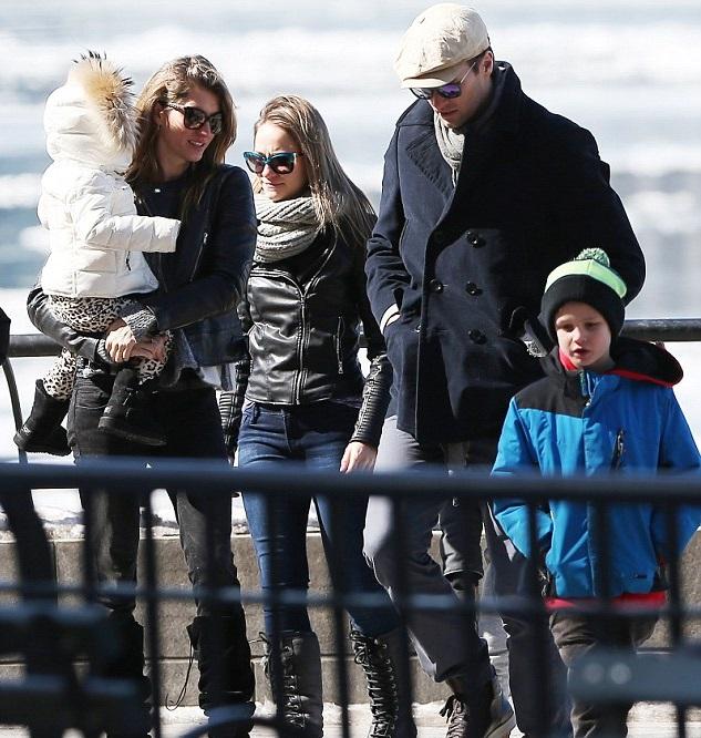 Жизель Бюндхен с мужем Томом Брэди и детьми