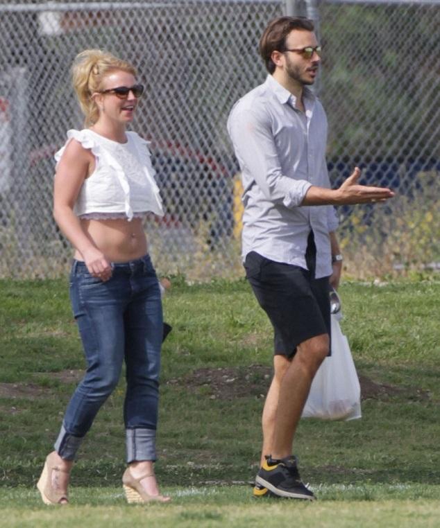Бритни Спирс со своим парнем Чарли Эберсолом