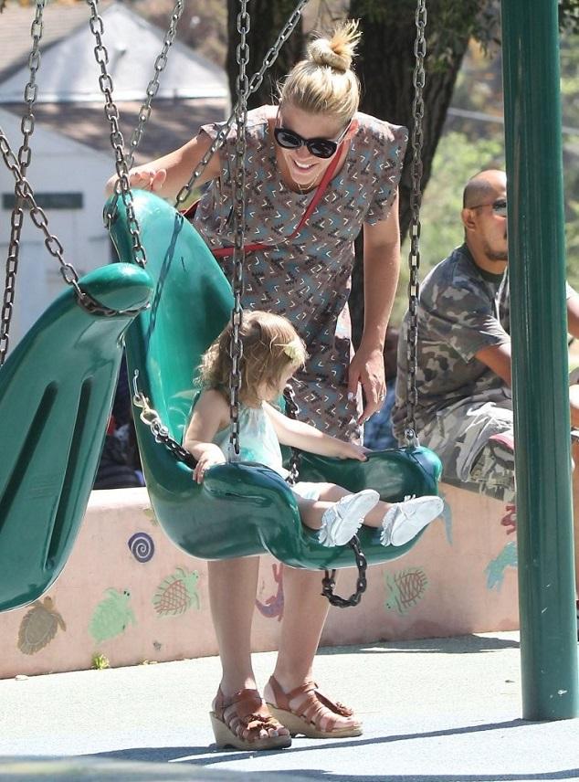 Бизи Филипс с дочкой