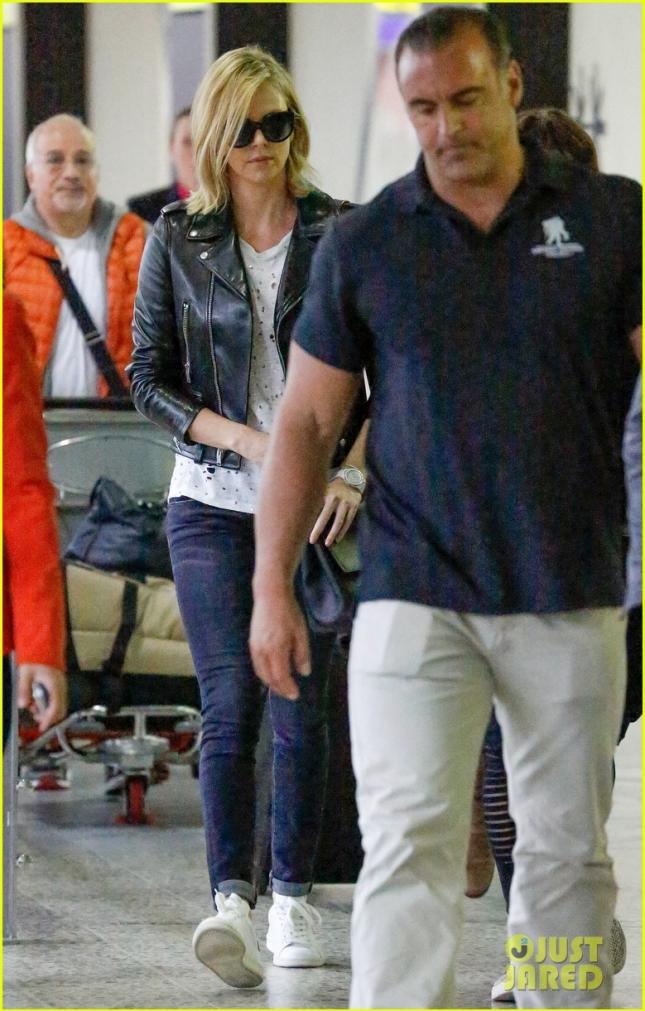 Шарлиз Терон в аэропорту Мельбурна (Австралия)