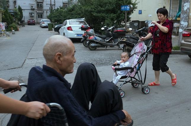 china-perfectly-timed-street-photography-tao-liu-15