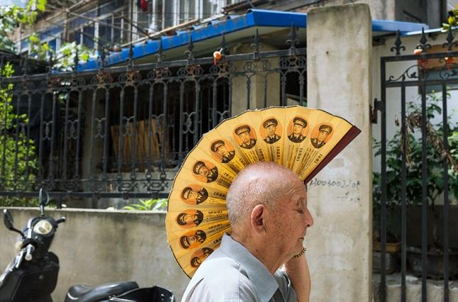 china-perfectly-timed-street-photography-tao-liu-7