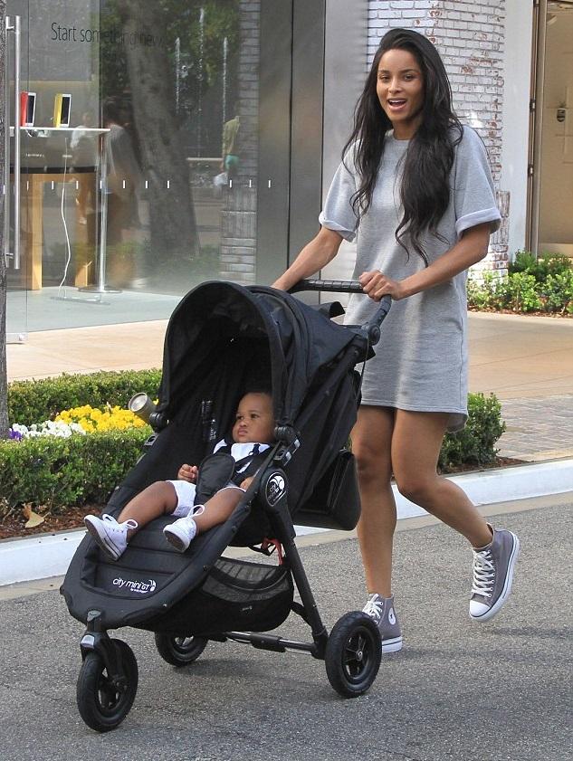 Сиара с сыном