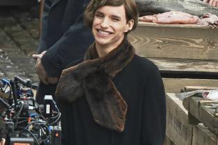eddie-redmayne-dresses-up-for-his-upcoming-transgender-role-04