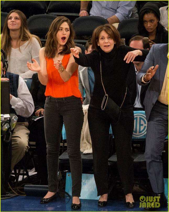 Баскетбольные болельщицы - Эмми Россум и её мама Шерил