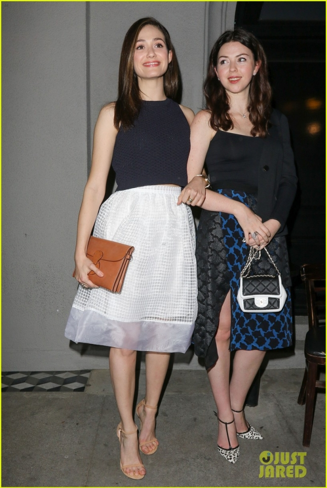 emmy-rossum-likes-to-look-haggard-on-shameless-01