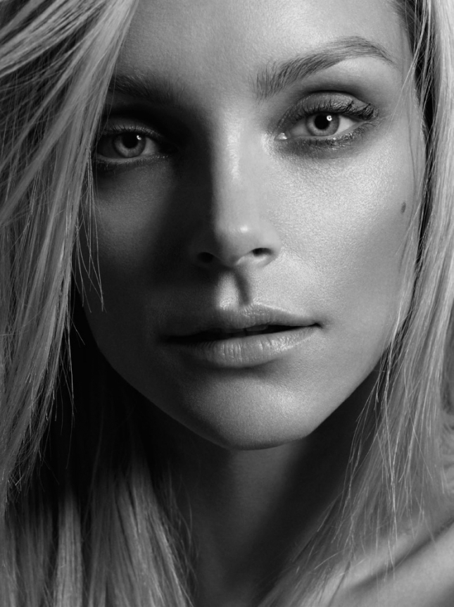 Джессика Стэм в фотосессии для Vogue Турция