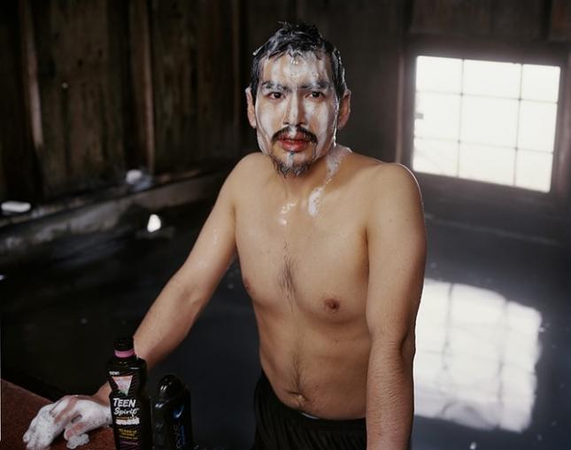 Фред Чарли Вейиуанна в общей бане