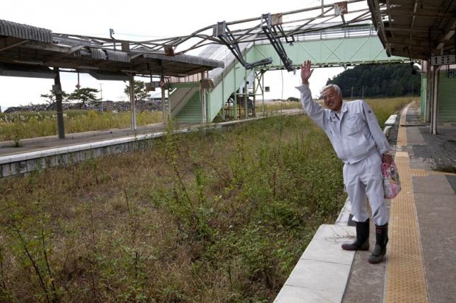 fukushima-radioactive-disaster-abandoned-animal-guardian-naoto-matsumura-18