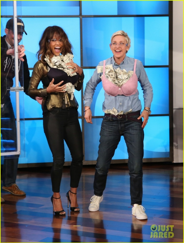 halle-berry-ellen-degeneres-stuff-their-bras-full-of-money-09