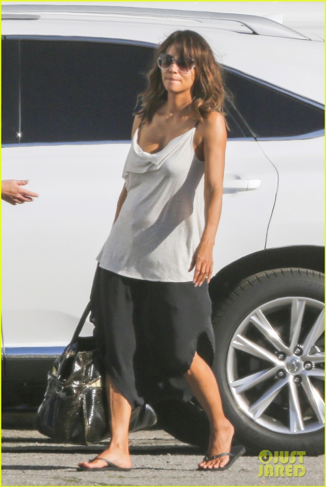 halle-berry-extant-film-set-01