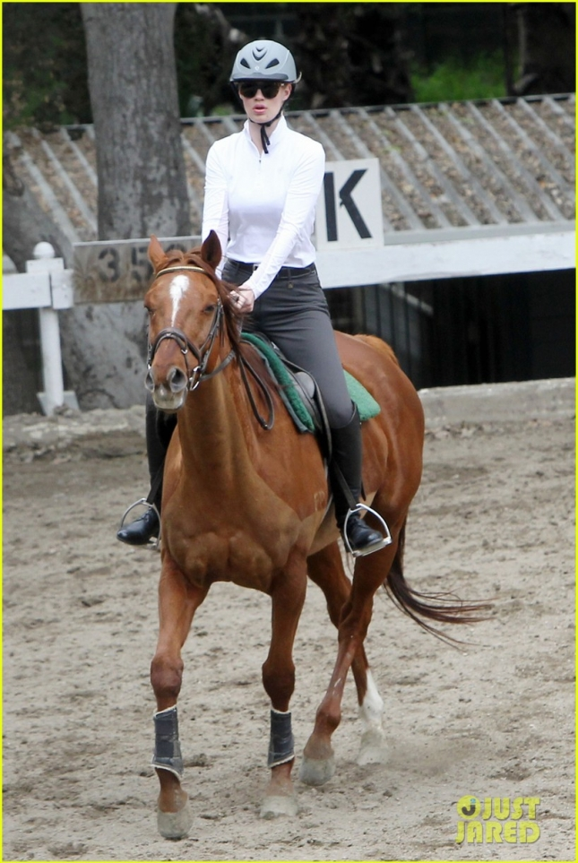 Iggy Azalea takes a horseback riding lesson in LA