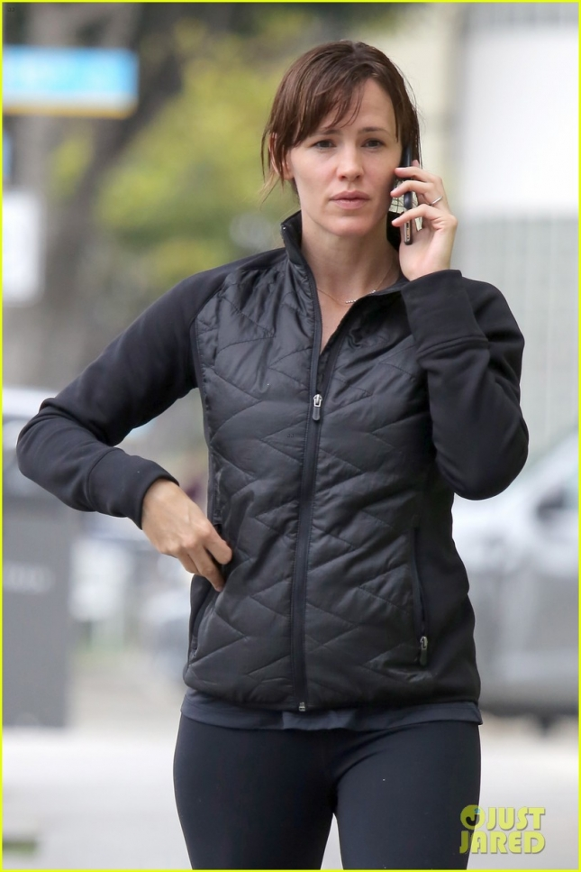 jennifer-garner-says-its-her-turn-to-work-04