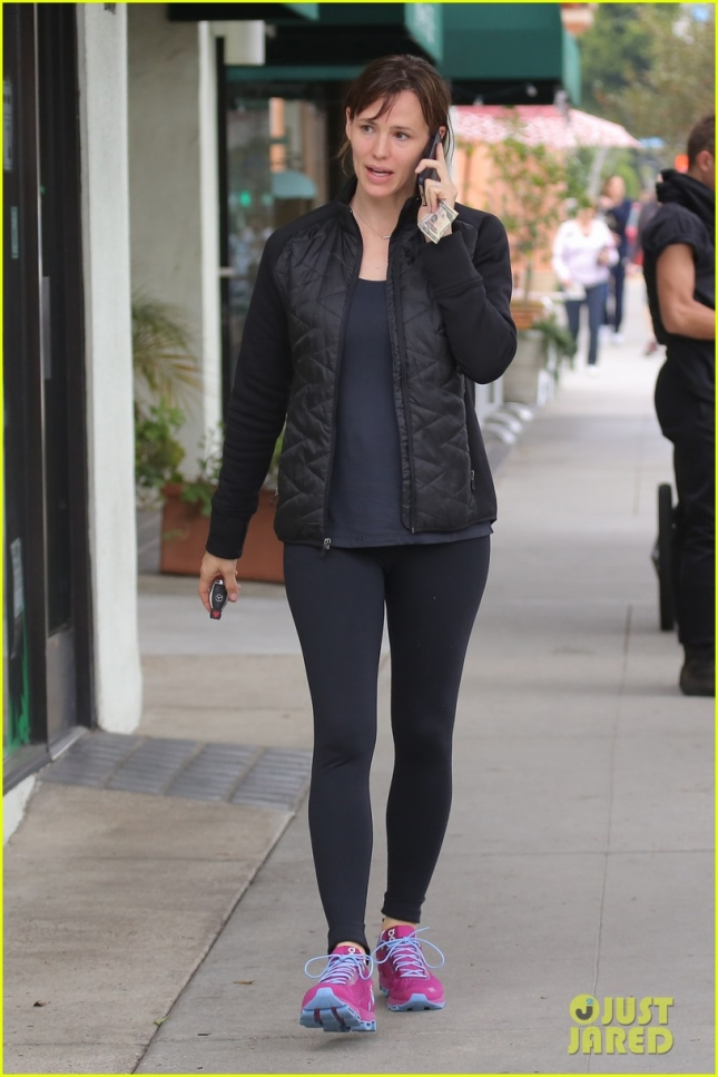 jennifer-garner-says-its-her-turn-to-work-05