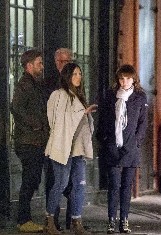 Джессика Билл с Джастином Тимберлейком и друзьями