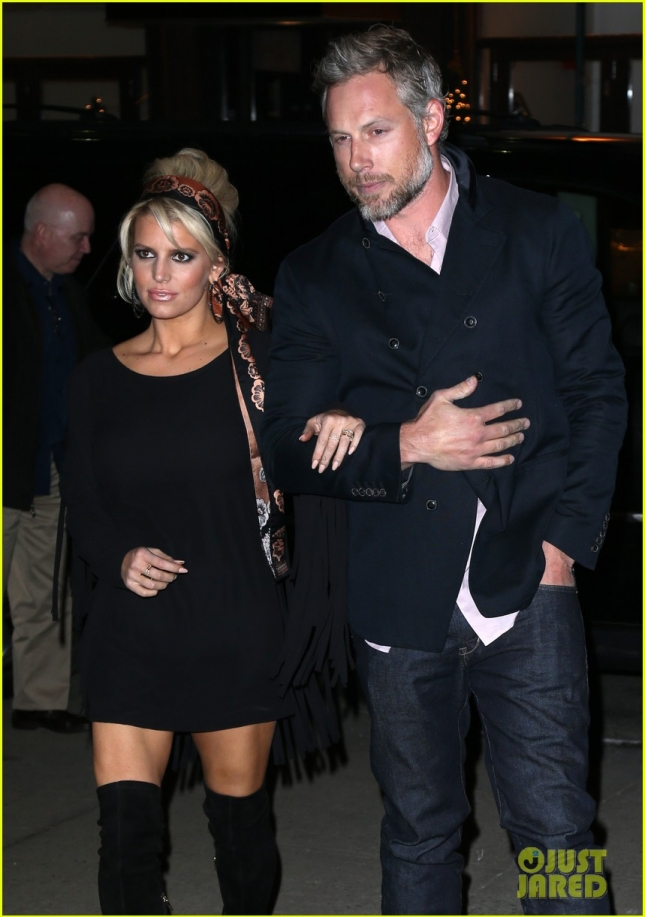 Джессика Симпсон и её супруг Эрик Джонсон после романтического ужина в центре Нью-Йорка
