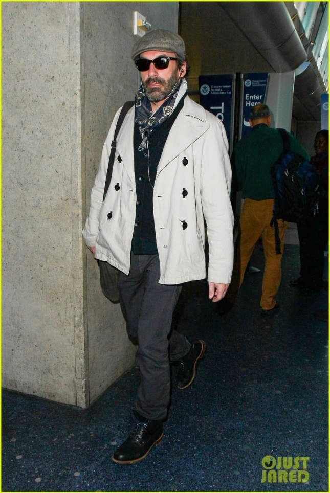 """Джон Хэмм, недавно завершивший 30-дневную программу реабилитации от алкоголизма как раз перед премьерой последнего сезона """"Безумцев"""", был замечен в аэропорту LAX"""