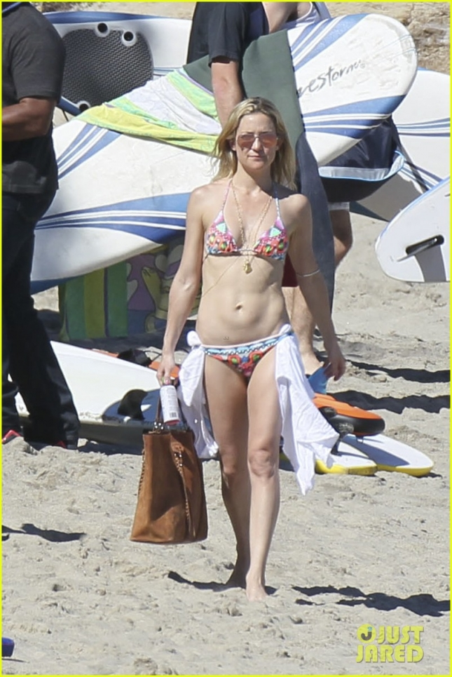**KIDS NOT PICTURED** Kate Hudson shows off an incredible Bikini Body!!!!!