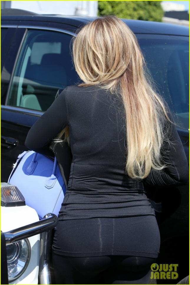 khloe-kardashian-goes-blonder-11