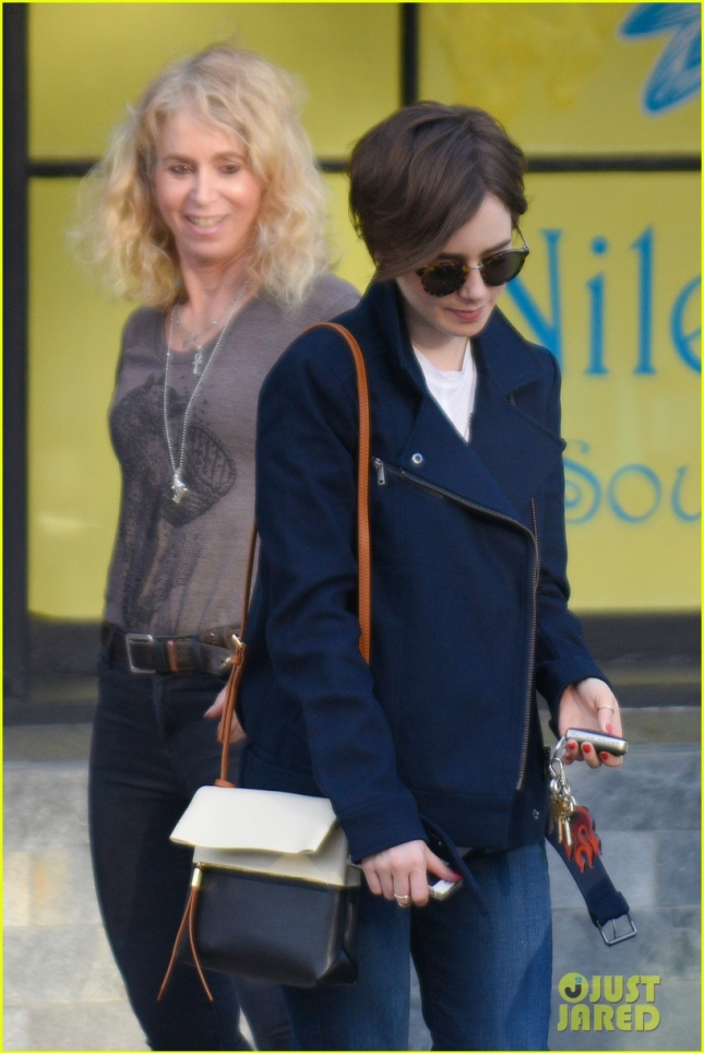 lily-collins-catches-up-with-mom-04