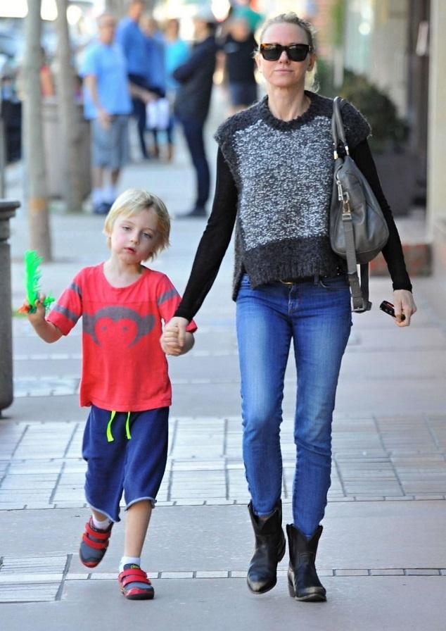 Наоми Уоттс с сыном