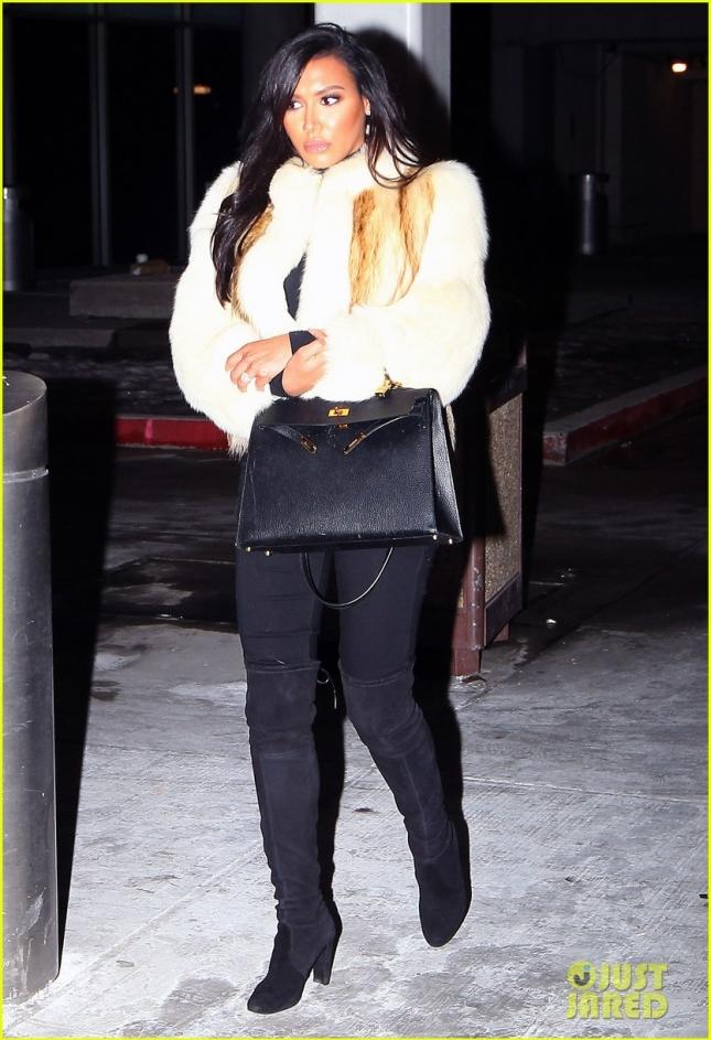 А Ная Ривера, находящаяся на первых месяцах беременности, прибыла в аэропорт Ньюарка, чтобы отправиться в Нью-Йорк