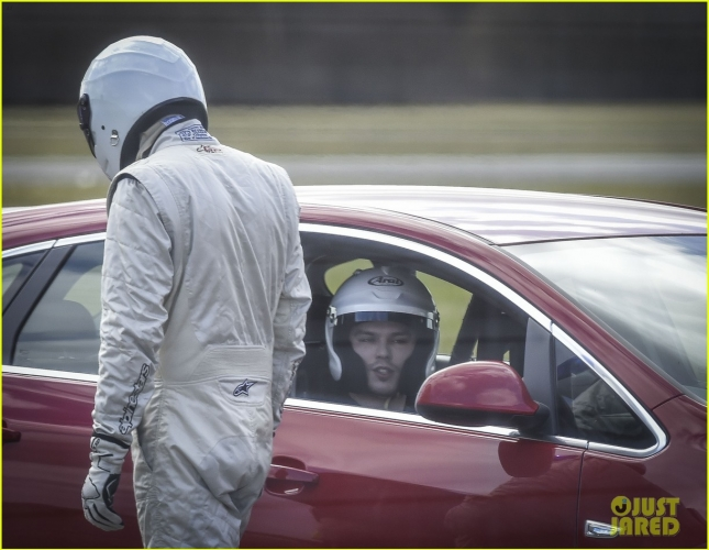 nicholas-hoult-need-for-speed-on-top-gear-04