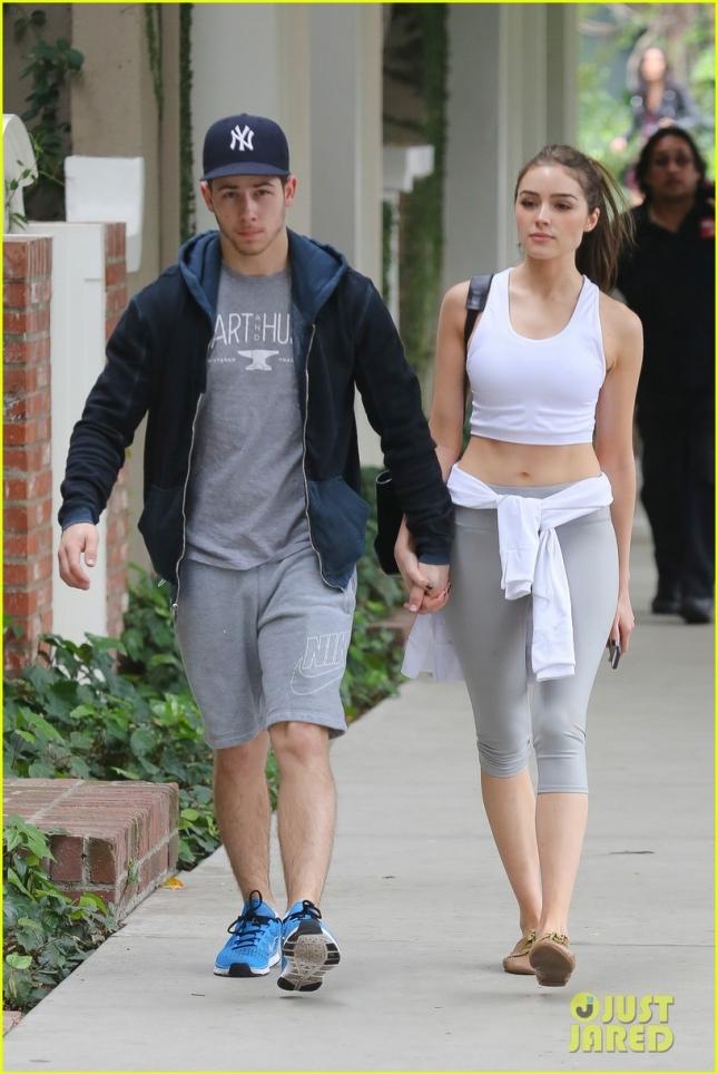 Ник Джонас и его девушка Оливия Калпо возвращаются с совместной тренировки