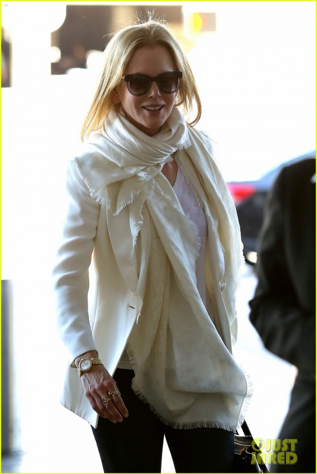 *EXCLUSIVE* Nicole Kidman breezes through LAX