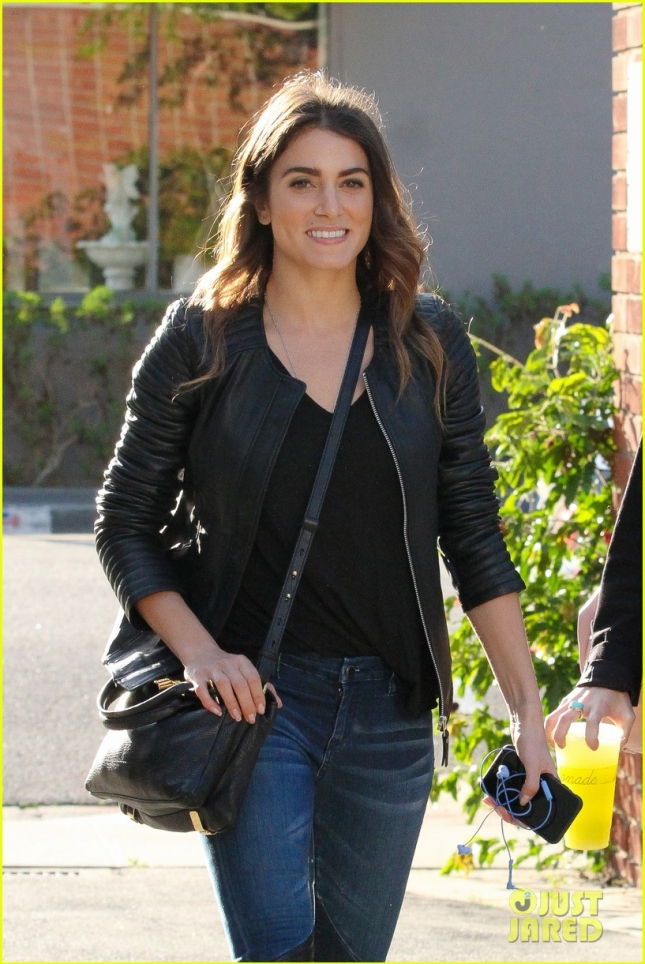 Nikki Reed grabs lunch with a girlfriend
