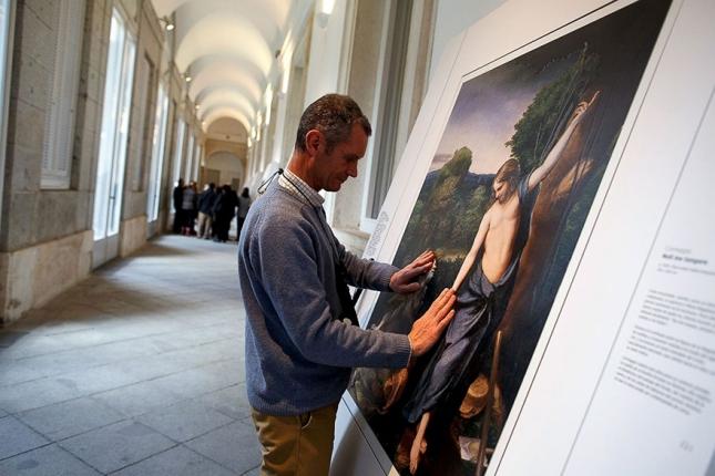 """Антонио да Корреджо. Жест Христа иллюстрирует его слова: «Не прикасайся ко Мне» («Noli me tangere» - лат.). Картина имеет название """"Noli me tangere""""."""