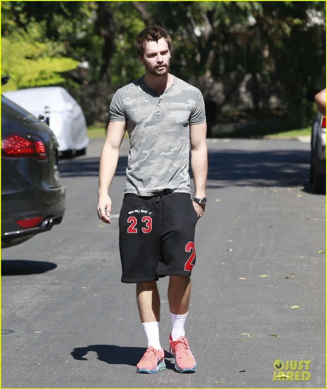 Semi-Exclusive... Patrick Schwarzenegger Gets Agressive With The Paparazzi!