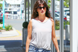 penelope-cruz-has-legs-for-days-in-australia-01