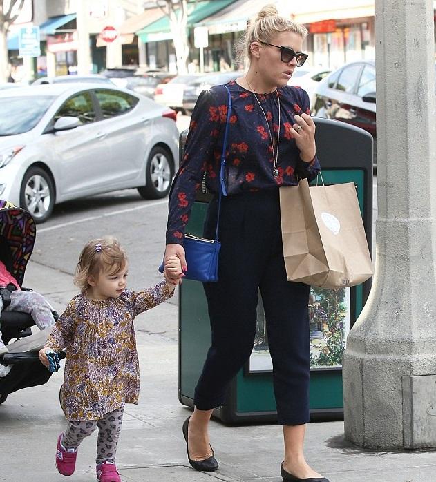 Бизи Филиппс с дочкой