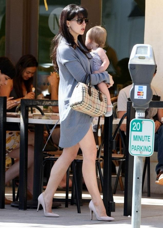 Хилари Болдуин с дочкой