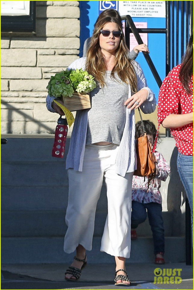 pregnant-jessica-biel-hits-birthday-party-before-birth-01