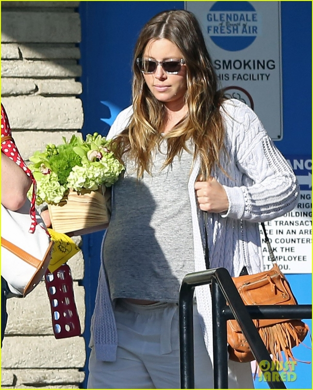 pregnant-jessica-biel-hits-birthday-party-before-birth-07