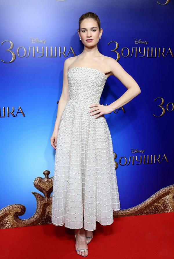 Лили Джеймс в платье от Nicholas Oakwell