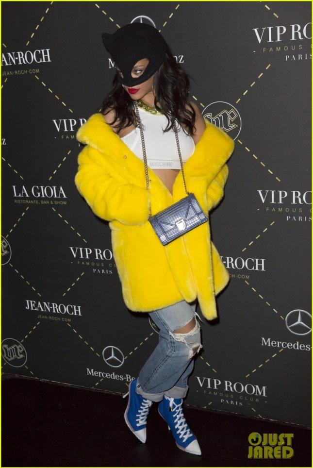 Рианна посетила шоу Moschino