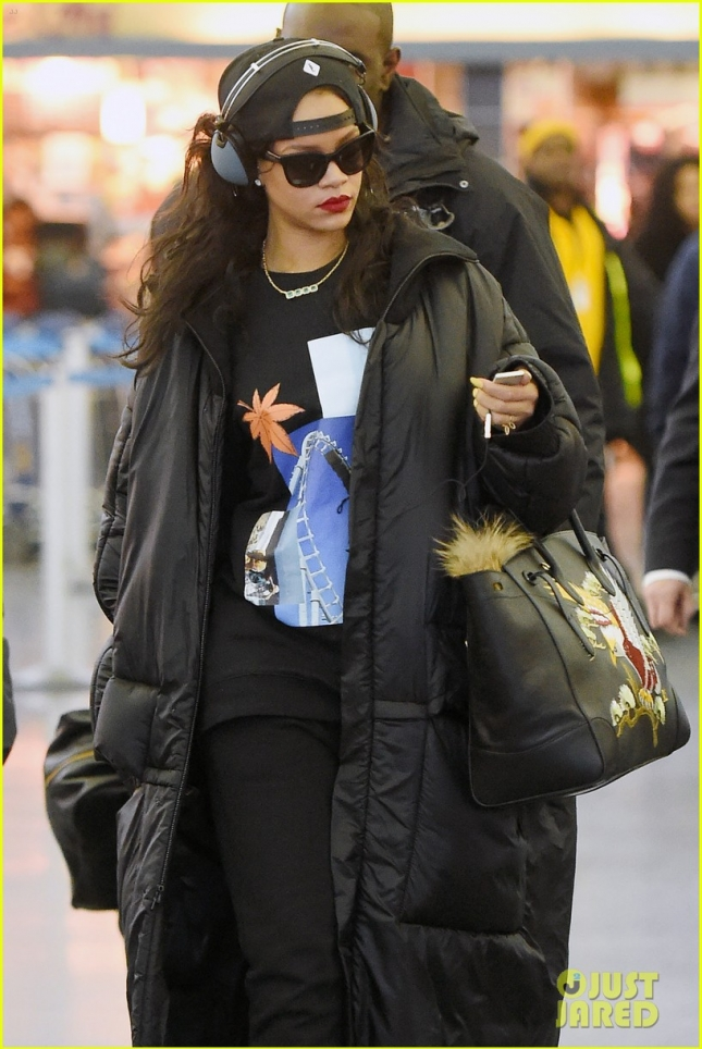 Rihanna arrives in NYC after reacting to Chris Brown's secret baby reports **NO UK**