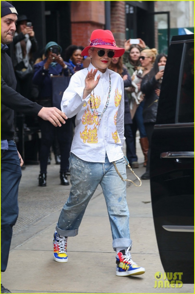 rita-ora-can-still-function-without-sleeping-01