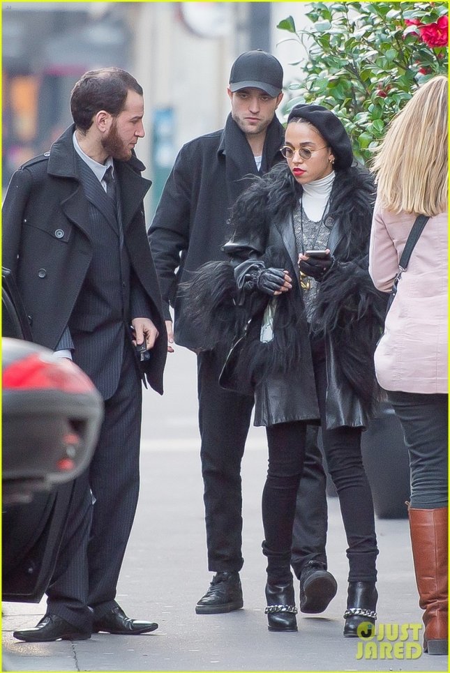 robert-pattinson-fka-twigs-spend-time-together-paris-01