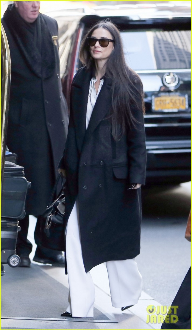 Demi Moore Arrives at Her Hotel