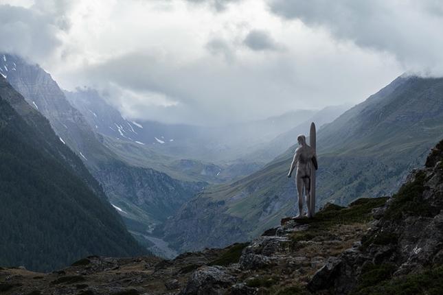 Серебряынй сёрфер в горах