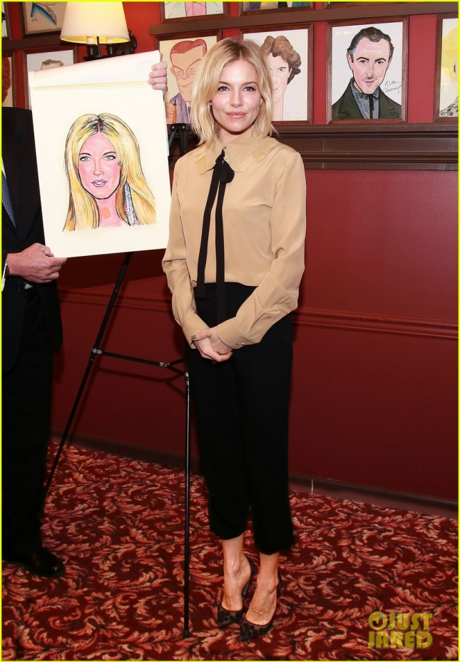 sienna-miller-caricature-unveilling-in-nyc-02