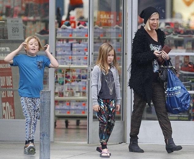 Тори Спеллинг с детьми