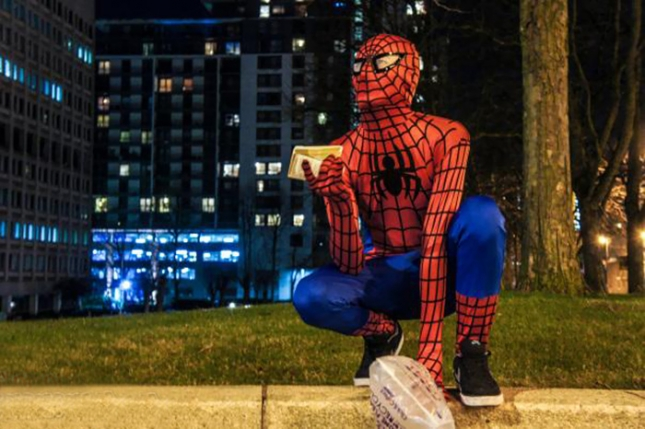 spider-man-helps-feeds-homeless-birmingham-uk-3
